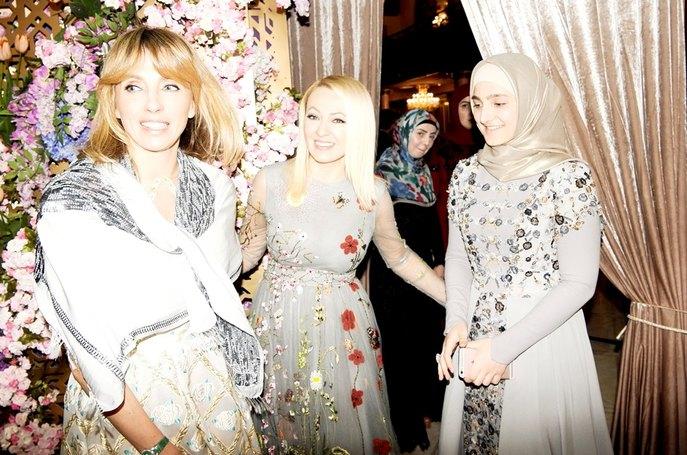 Тимати и Рудковаская станцевали лезгинку на модном показе Firdaws в Грозном - Фото №2