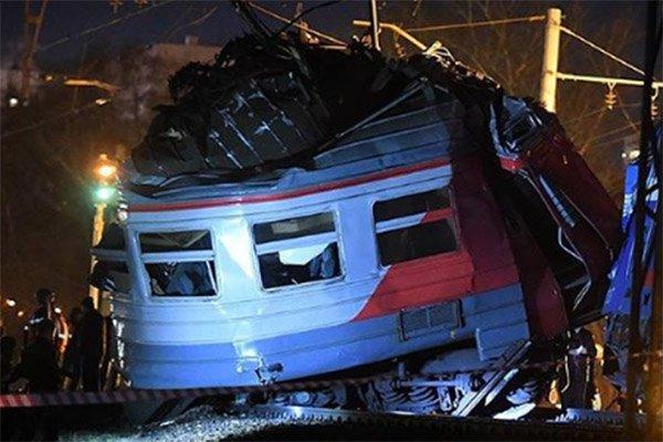 Сегодня ночью под Москвой столкнулись электричка и поезд