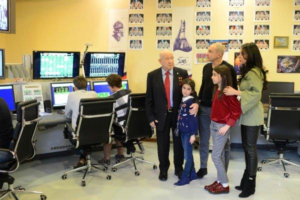 Михаил Турецкий с семьёй посетил Звёздный городок - Фото №6