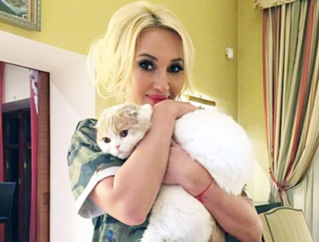 Лера Кудрявцева потребовала отдельную гримёрку для своего кота