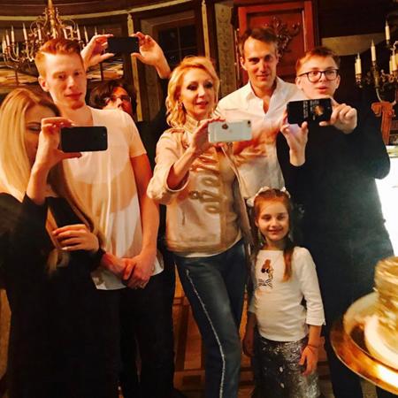 Алла Пугачёва отпраздновала день рождения в кругу близких - Фото №4