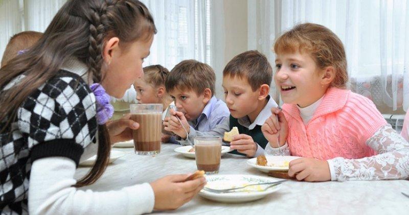 Прокуратура Екатеринбурга заинтересовалась столами для «бедных» и «богатых» в школьных столовых