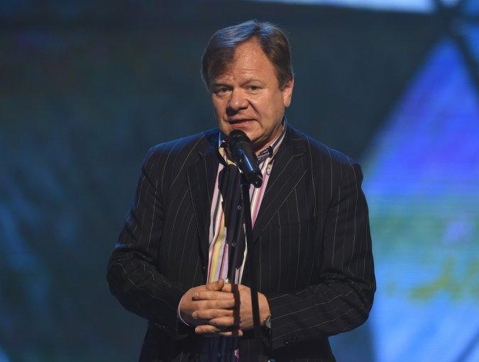 Звёзды вручили награды хоккеистам на церемонии закрытия сезона КХЛ - Фото №4