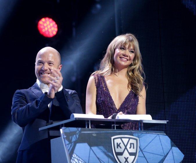 Звёзды вручили награды хоккеистам на церемонии закрытия сезона КХЛ - Фото №6