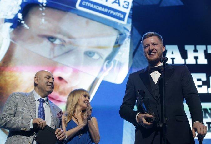 Звёзды вручили награды хоккеистам на церемонии закрытия сезона КХЛ - Фото №11
