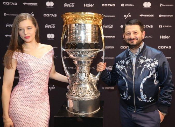 Звёзды вручили награды хоккеистам на церемонии закрытия сезона КХЛ - Фото №10