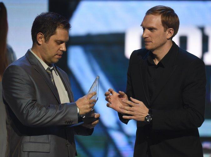 Звёзды вручили награды хоккеистам на церемонии закрытия сезона КХЛ - Фото №9