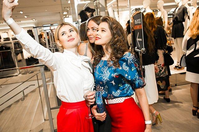 Наталья Водянова, Дима Билан, Яна Рудковская на открытии H&M - Фото №5