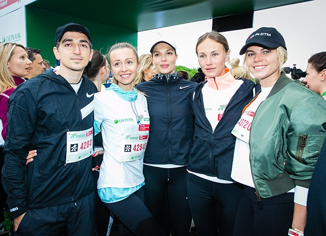 Звёзды, модели и политики пробежали «Зелёный марафон» в Москве - Фото №7