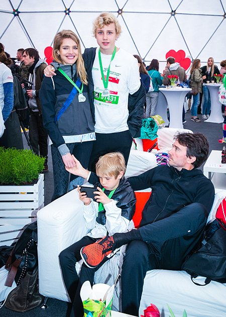 Звёзды, модели и политики пробежали «Зелёный марафон» в Москве - Фото №3