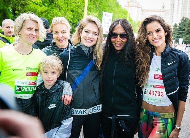 Звёзды, модели и политики пробежали «Зелёный марафон» в Москве - Фото №9