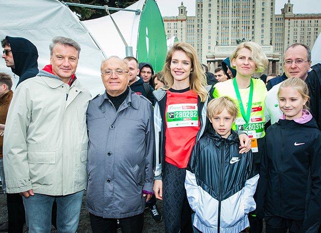 Звёзды, модели и политики пробежали «Зелёный марафон» в Москве - Фото №6