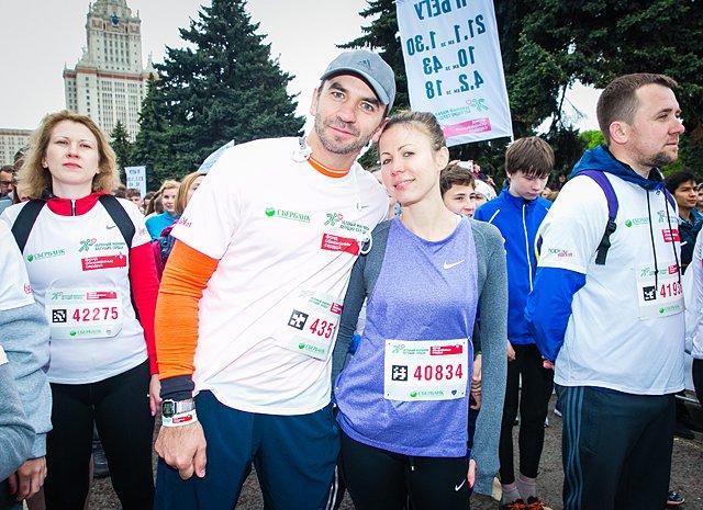 Звёзды, модели и политики пробежали «Зелёный марафон» в Москве - Фото №8