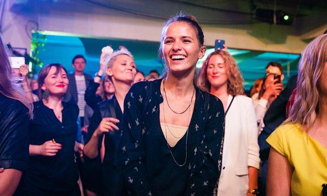 Сысоева, Шпица и Цуканова-Котт удивляли гостей «Кинотавра» вокальными способностями - Фото №12