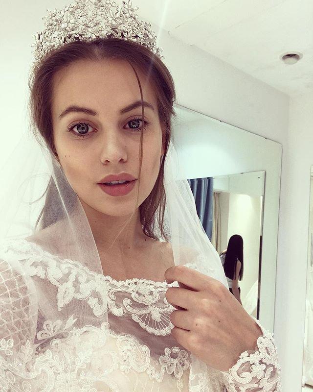 Саша Артемова выбирает второе платье для свадьбы с Евгением Кузиным