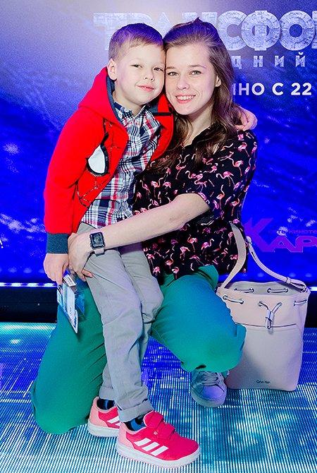 Селебрити и их дети на премьере очередных «Трансформеров» - Фото №2