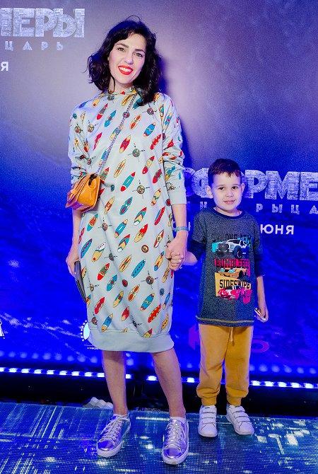 Селебрити и их дети на премьере очередных «Трансформеров» - Фото №3