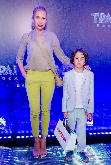 Селебрити и их дети на премьере очередных «Трансформеров» - Фото №8