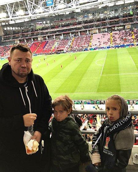 Знаменитости болели за сборную РФ на Кубке Конфедераций - Фото №5