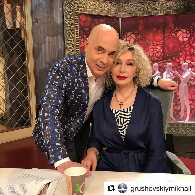 Татьяна Васильева устроила уборку в бикини