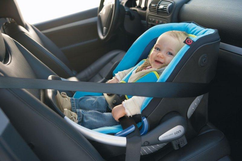 ГИБДД настаивает на перевозке детей старше 7 лет в автокреслах