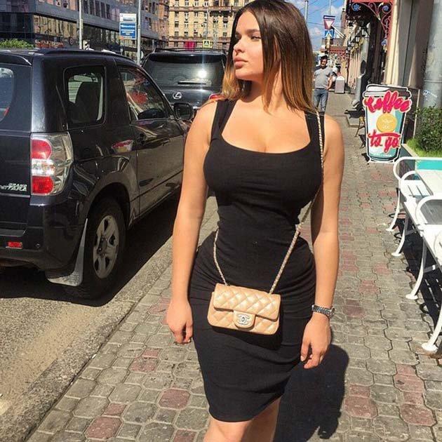 Анастасия Квитко нашла себе подругу с такими же формами