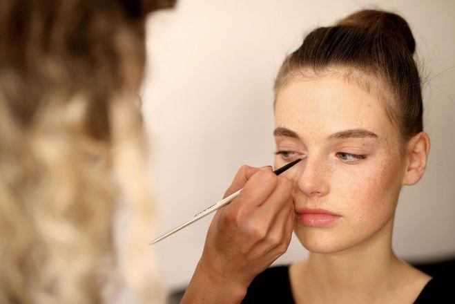 Как правильно наносить макияж под дождливую погоду