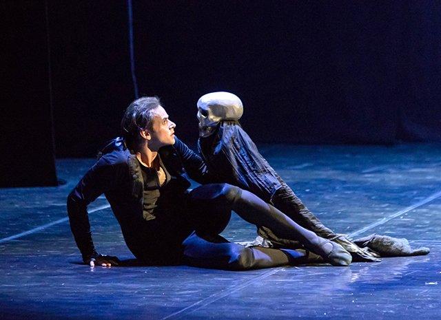 Знаменитости на премьере «Русского Гамлета» - Фото №1