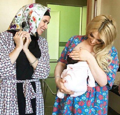 Тата Абрамсон испугала поклонников, показав, как она держит дочь