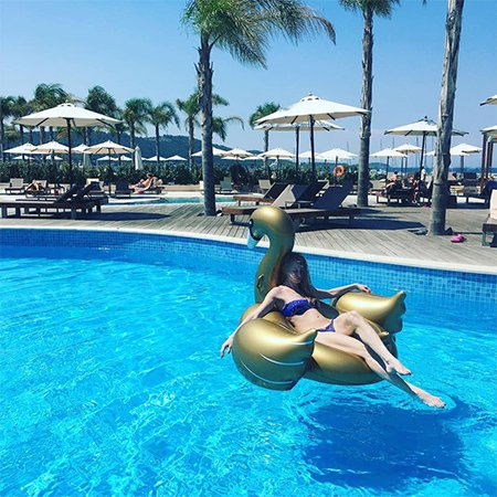 Светлана Ходченкова проводит отпуск в Греции