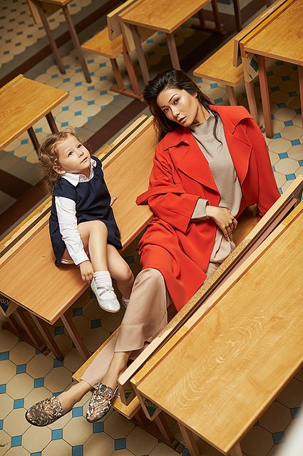 Селебрити примеряли на своих детей школьную форму от H&M - Фото №7