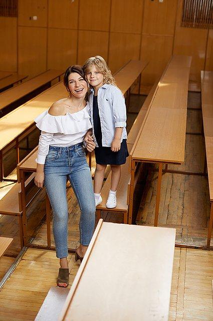 Селебрити примеряли на своих детей школьную форму от H&M - Фото №3