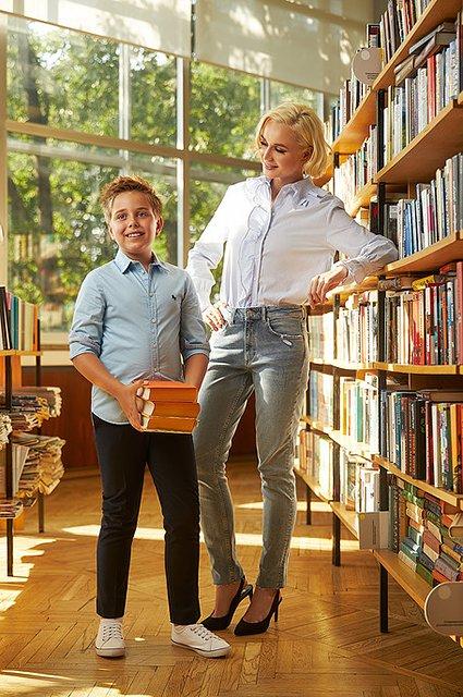 Селебрити примеряли на своих детей школьную форму от H&M - Фото №6