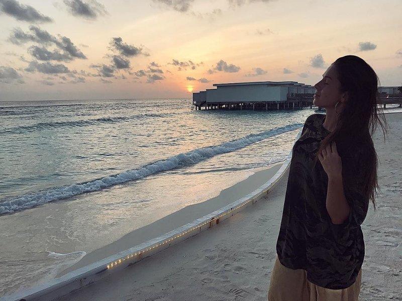Певица Нюша вышла замуж на Мальдивских островах