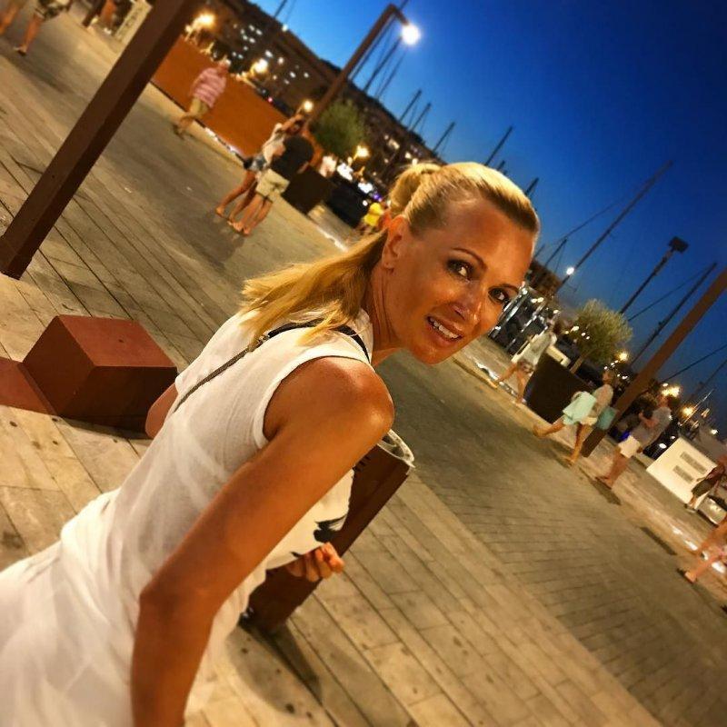Олеся Судзиловская похвасталась великолепной фигурой в бикини