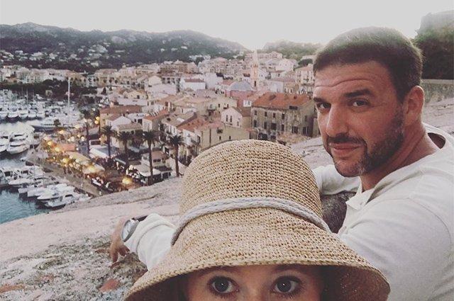Ксения Собчак и Максим Виторган проводят отпуск на Корсике - Фото №8