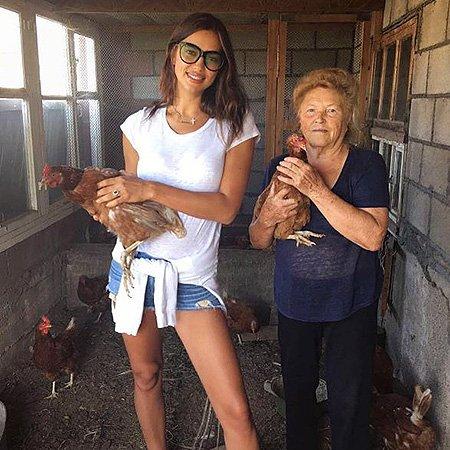 Ирина Шейк замечательно отдохнула в деревне - Фото №1