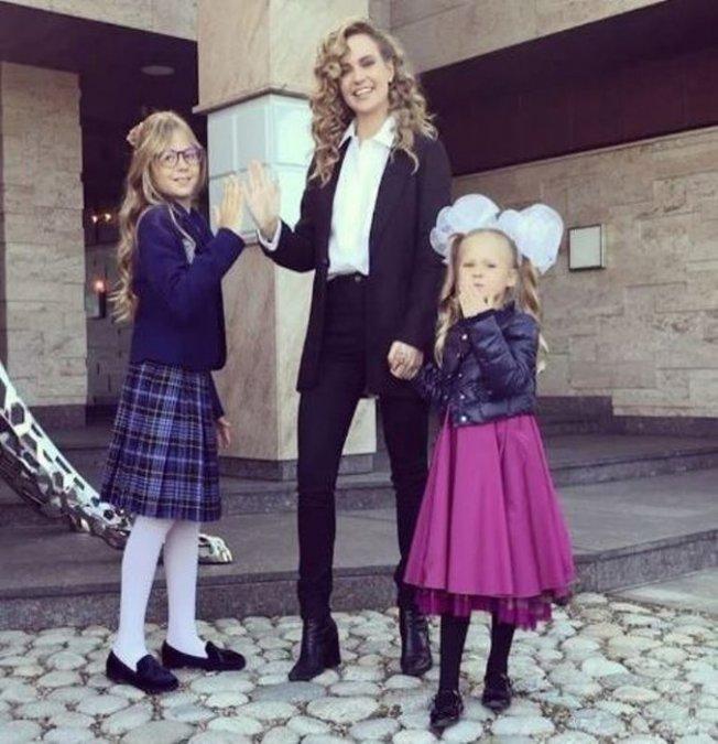 Водонаева, Погребняк, Лобода и другие звёздные родители отвели детей в школу - Фото №4