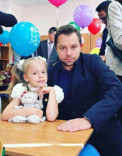 Водонаева, Погребняк, Лобода и другие звёздные родители отвели детей в школу - Фото №5