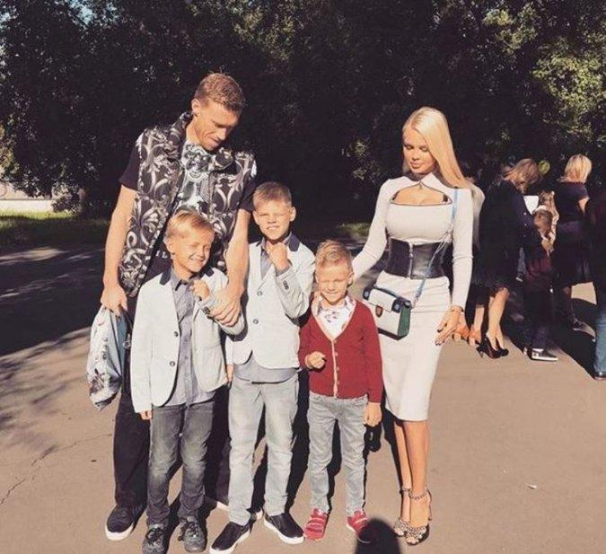 Водонаева, Погребняк, Лобода и другие звёздные родители отвели детей в школу - Фото №7