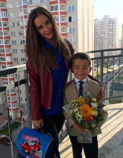 Водонаева, Погребняк, Лобода и другие звёздные родители отвели детей в школу - Фото №6