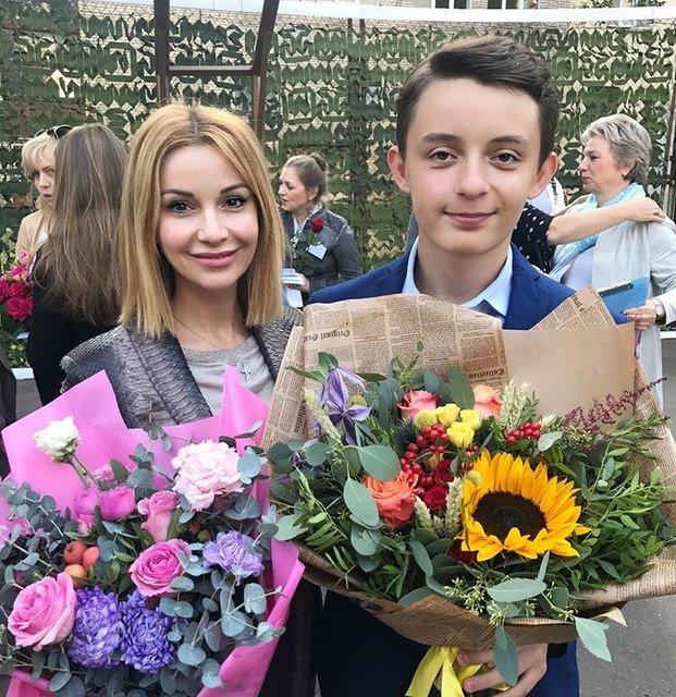 Водонаева, Погребняк, Лобода и другие звёздные родители отвели детей в школу - Фото №2