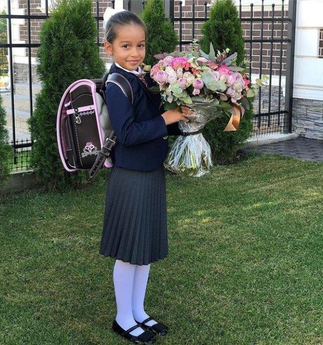 Водонаева, Погребняк, Лобода и другие звёздные родители отвели детей в школу - Фото №8