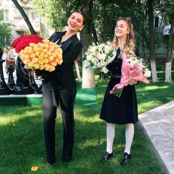 Водонаева, Погребняк, Лобода и другие звёздные родители отвели детей в школу - Фото №10