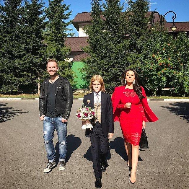 Водонаева, Погребняк, Лобода и другие звёздные родители отвели детей в школу - Фото №9