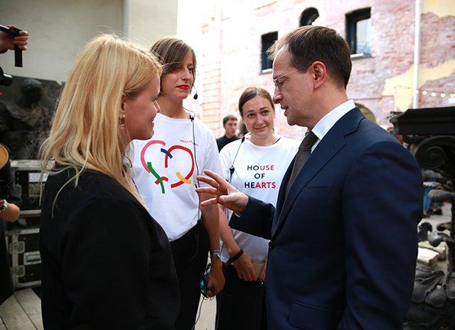 Наталья Водянова и Владимир Мединский на благотворительном фестивале House of Hearts - Фото №8