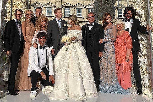 Самые шикарные свадьбы знаменитостей, сыгранные во второй половине лета - Фото №2