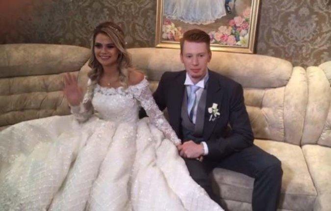 Самые шикарные свадьбы знаменитостей, сыгранные во второй половине лета - Фото №4