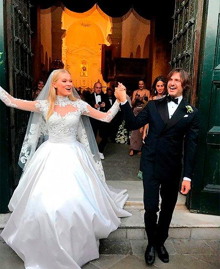 Самые шикарные свадьбы знаменитостей, сыгранные во второй половине лета - Фото №8
