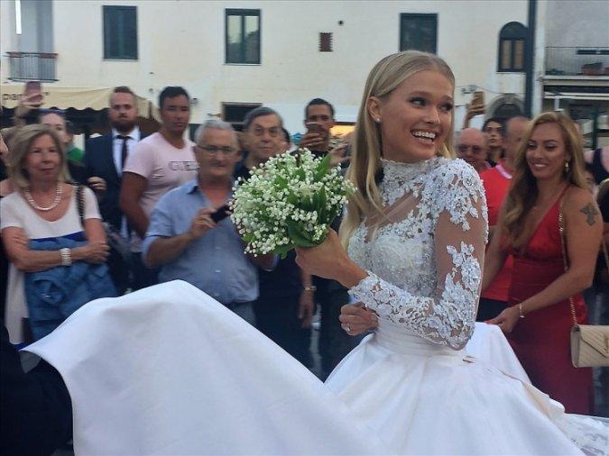 Самые шикарные свадьбы знаменитостей, сыгранные во второй половине лета - Фото №6